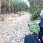Bajada de piedras y ramas